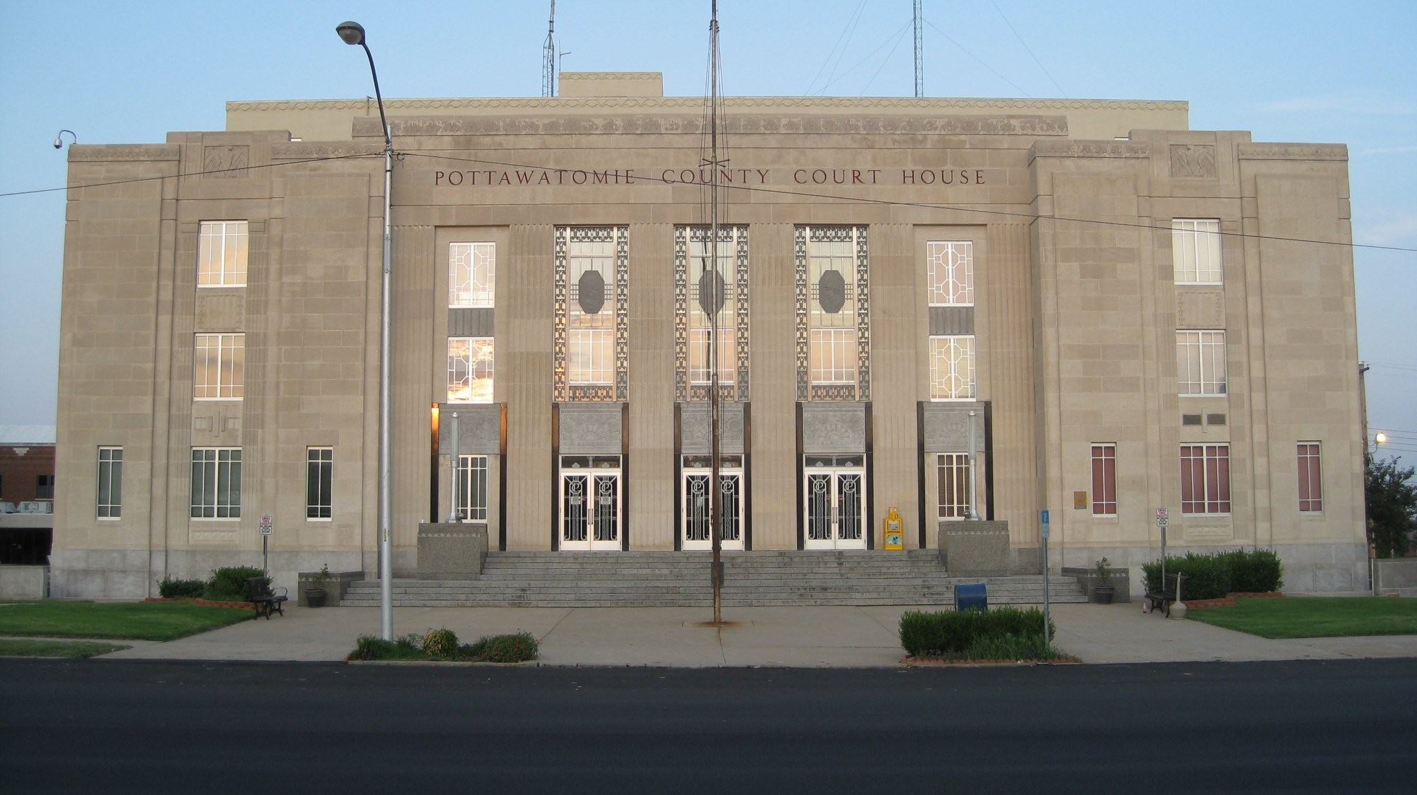 Pottawatomie Co. Court House, Broadway, Shawnee OK.  27 Aug. 2008